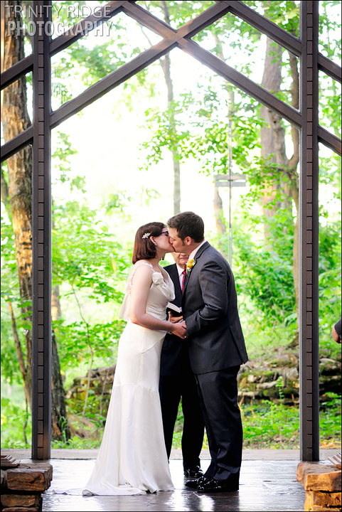 eureka springs wedding thorncrown chapel