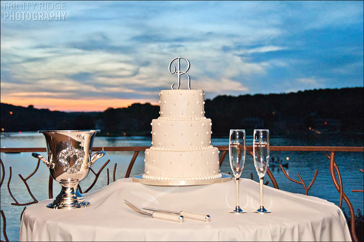 cedar lodge bella vista reception wedding cake