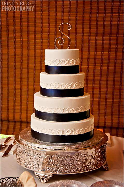 Bentonville Arkansas Wedding Reception Photography Rick's Bakery Cake