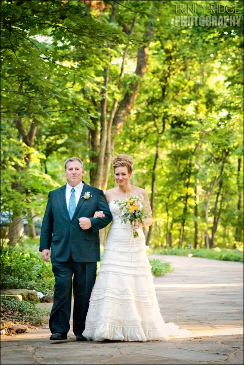 bride and groom wedding eureka springs arkansas thorncrown chapel